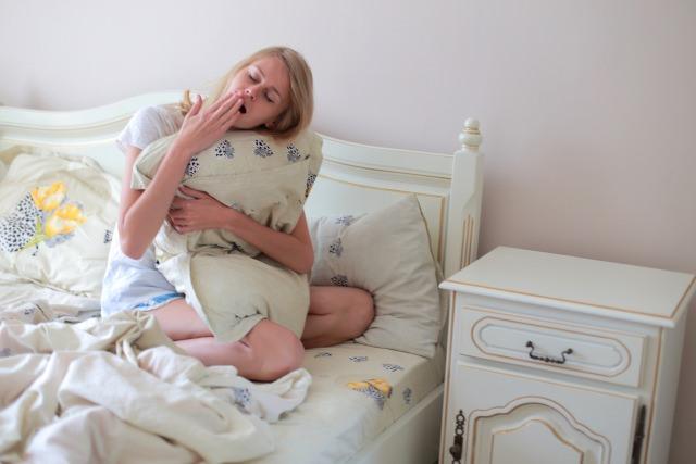 眠たい女性の画像