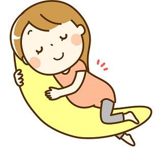 抱き枕を抱いて寝る妊婦さんの画像