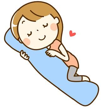 抱き枕を抱いて寝る妊婦さん